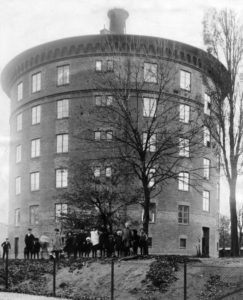Kirseberg vattentornet Vattentorn Malmö Historisk bild på vattentornet som omvandlats till nödbostäder under första världskriget
