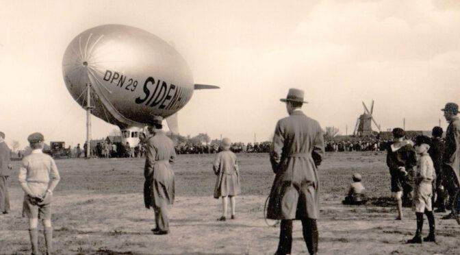"""Luftskeppet """"Sidenhuset"""" på besök, Bulltofta 1930"""
